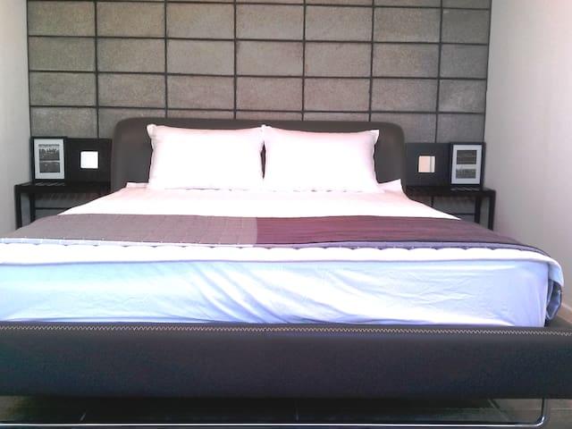 정갈한 침실1