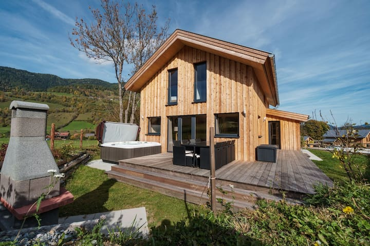 Spacious, luxury chalet with sauna, whirlpool and private jacuzzi on the terrace