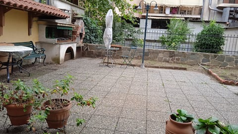 Ground floor 2 room apartment with barbeque.