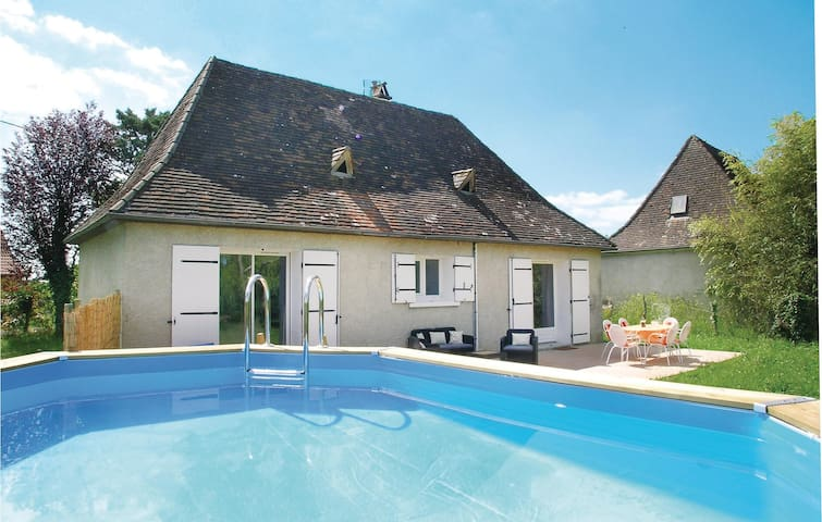 Holiday cottage with 2 bedrooms on 65 m² in La Douze