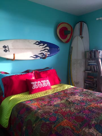 SURF ROOM, WATERFRONT on bay, Private room & bath - Pensacola - Hus