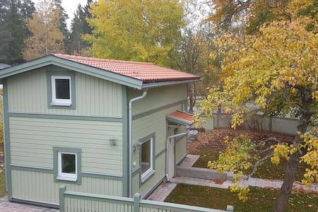 Very modern (2016) Mini-Villa, Parking, Fiber, etc - Upplands Väsby