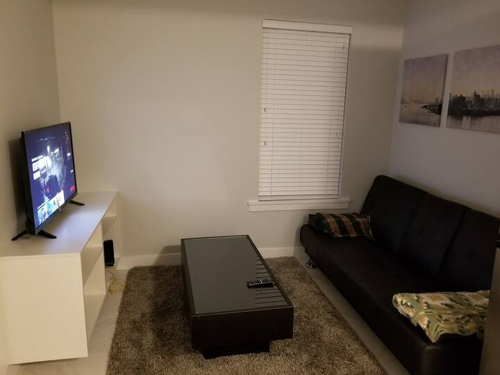 2br Apt | Near Downtown | Parking | WiFi | Netflix