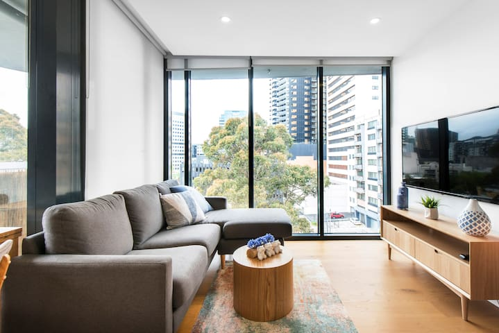 Relax in a Luxury Apartment in South Melbourne