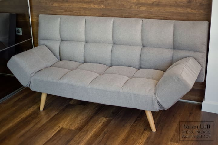 Bedroom 2. Unfolding sofa.