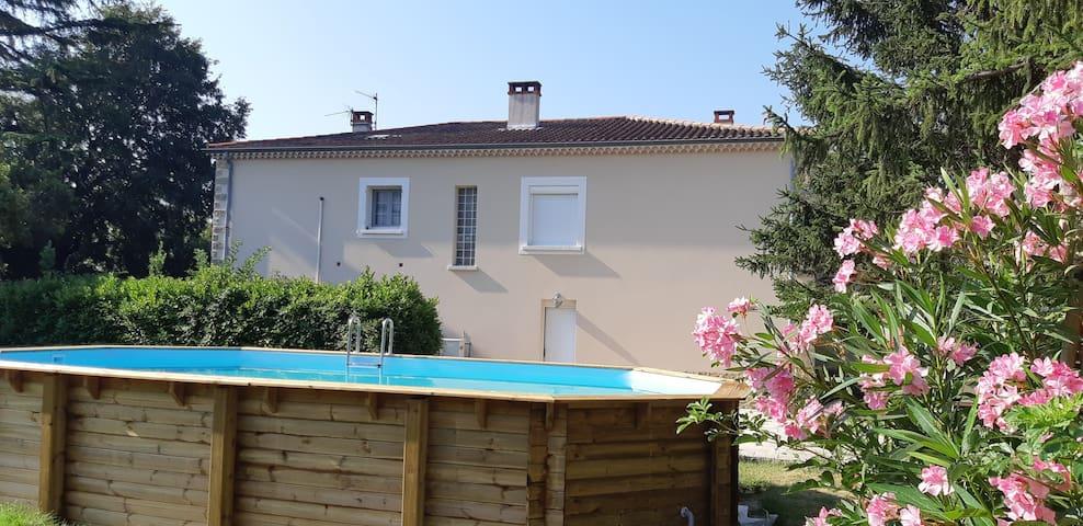 """T2 RDC 60 m² + Espace """"Spa/Sauna/Hammam""""+ Piscine"""