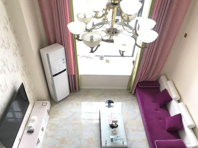 LOFT公寓靠万润街苏宁广场花果山万达广场半穿复式