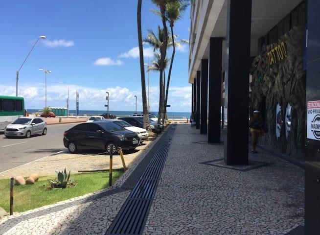 Flat a 50 m do mar, em Salvador!