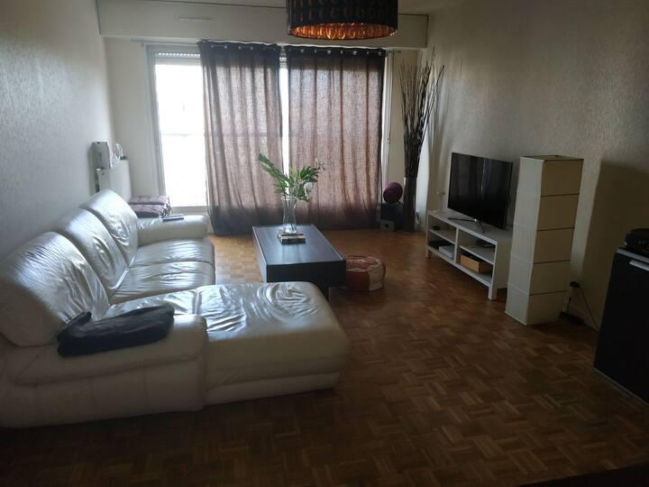 Chambre privée en appartement aux Chartrons