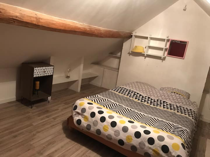 Chambre dans maison atypique à 50m de l'hôpital.