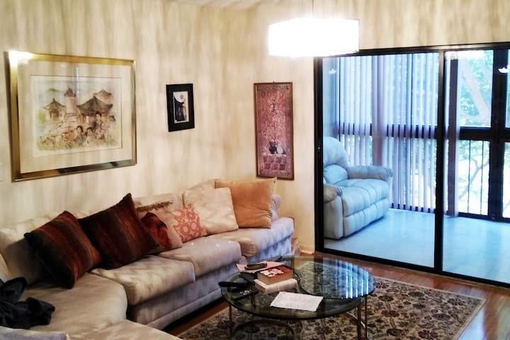 Beautiful roomy FL Condo