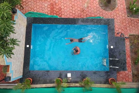 Lake view Room in Bambolim with pool!!