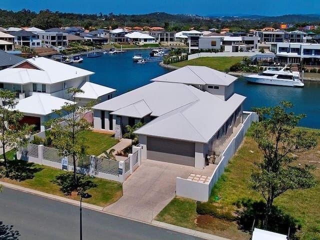 Waterfront Home Close to the Theme Parks - Helensvale - Talo
