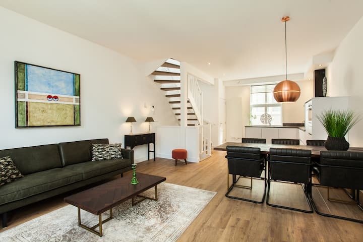 Stylish two bedroom apartment suitable for 4 guests in the heart of The Hague