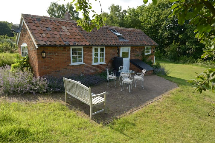 A superb retreat with spectacular views in Iken!