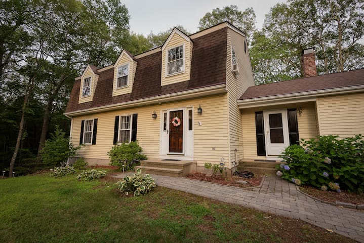 Spacious Colonial Near Casinos and Mystic