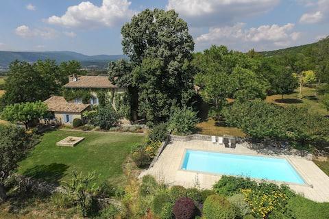 Le Jas de Marie (3 maisons en PROVENCE et piscine)