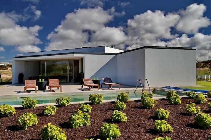 Vivenda luxuosa com 4 suites do Arq Siza Vieira - Óbidos Municipality