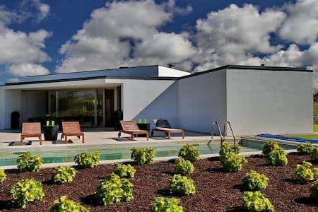 Vivenda luxuosa com 4 suites do Arq Siza Vieira - Óbidos Municipality - Huis