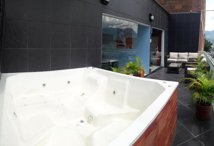 8th person jacuzzi with balcony views of the city