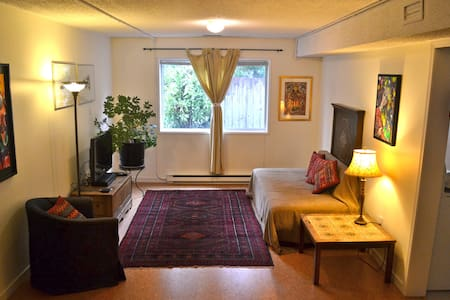 Cozy garden level suite - great location in Duncan - Duncan - Pis