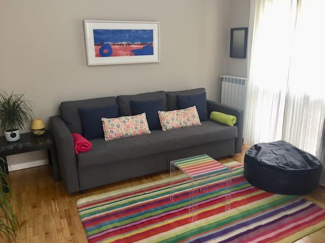 Salón con sofá-cama muy cómodo
