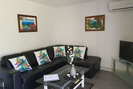 PALM COVE - One Bedroom Ground Floor Beach Getaway