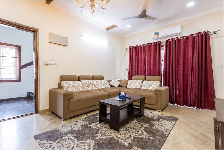 City Centre 3BHK Apartment Big Kitchen AC Wifi TV
