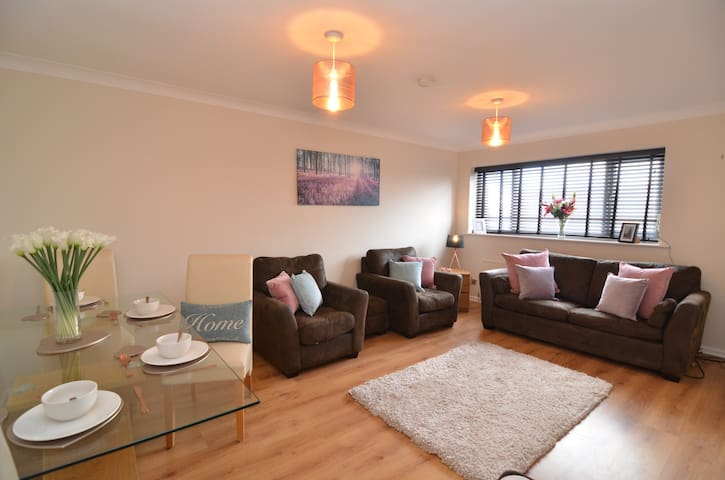 Spacious Doncaster Apartment for up to 6 guests