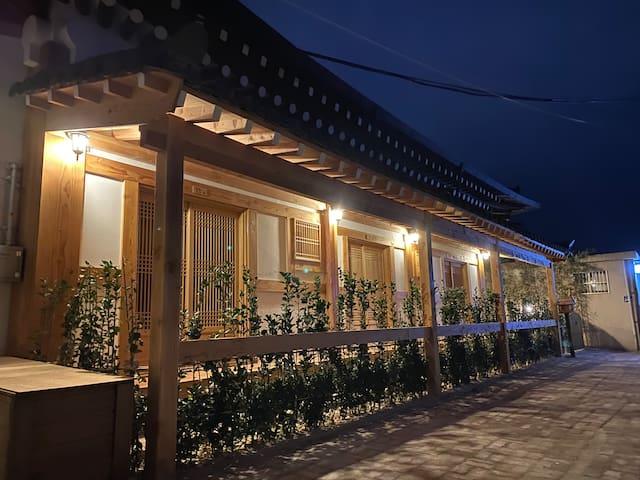 바른-전통 다실을 닮은 다락휴게실과 예쁜 정원, 아담게스트하우스