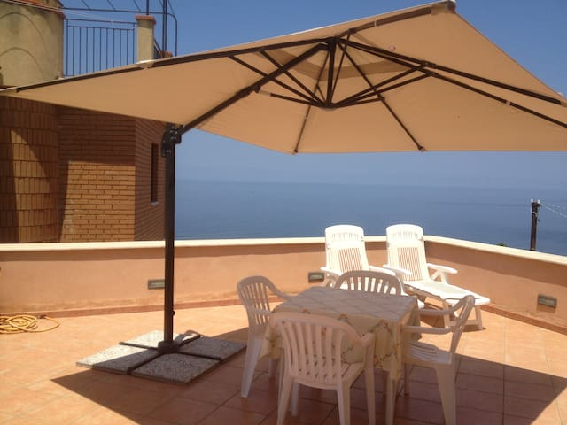 Terrace with sea view near Cefalù - Finale - Apartamento