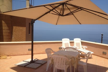 Terrace with sea view near Cefalù - Finale - Appartement