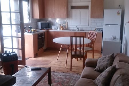 TREO COTTAGE -  sleep a lot  + free parking wifi - Guildford