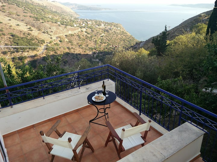 Traditional Sea View Vacation Home in Kourouklata