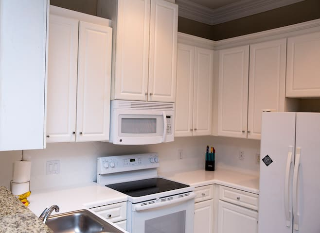 MINUTES FROM THE GALLERIA- Lavish 1 bdrm apt home - Houston - Apartment