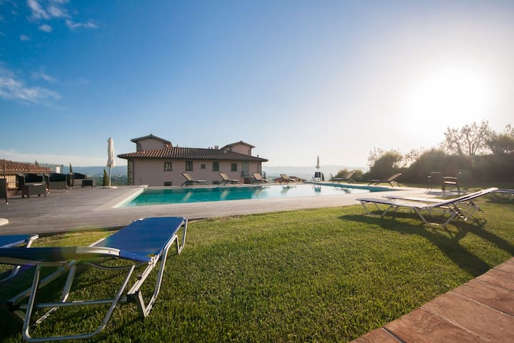 Apt in Villa for 2/3 guest. Pool, WiFi, A/C, Views