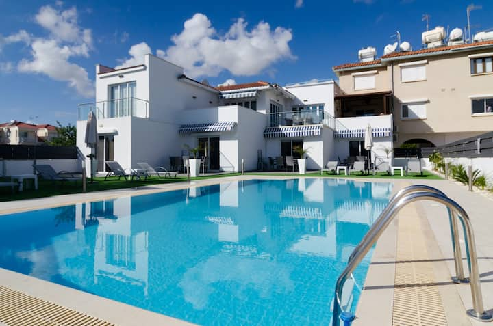 Luxury apartment by the Sea B2