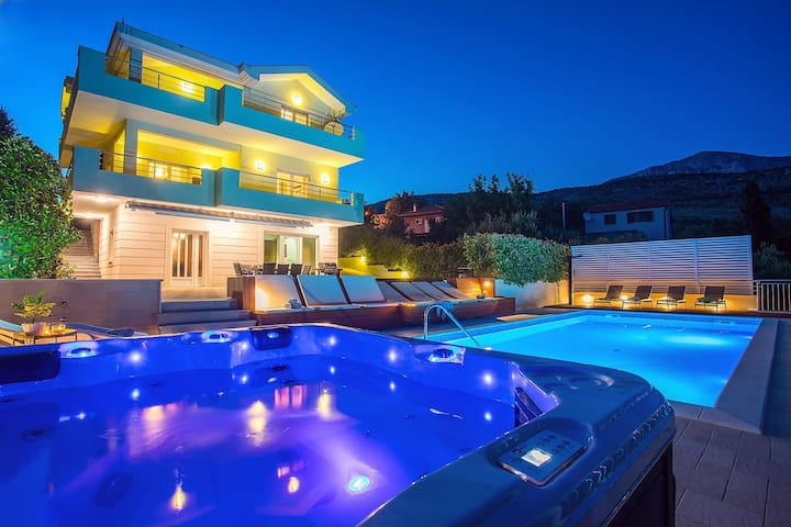 Luxury VILLA LOVRIC heated pool, jacuzzi, sauna, private tavern, 8 person