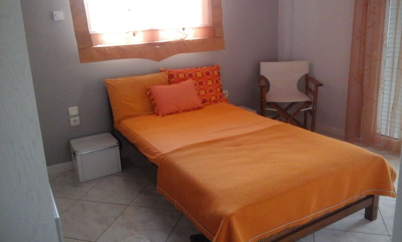 Spacious house in Elefsina (Attica) Wi-Fi,Parking