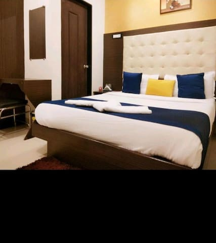 Private rooms in mumbai @airport and metro station