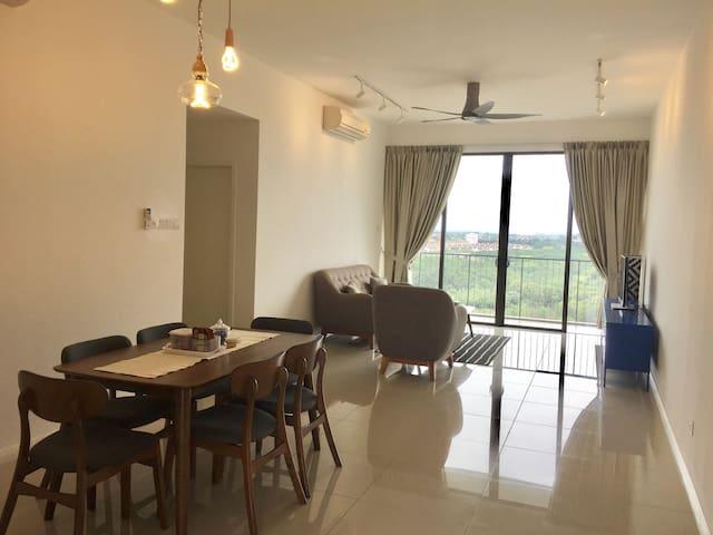 Resort Living @ WaterEdge Senibong Cove 3.3 - Masai - Lägenhet