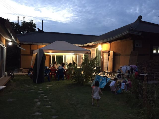 대청마루가 특징이면서 정원이 예쁘고 아늑한 한옥(바베큐무료이용) - 양평군 - House