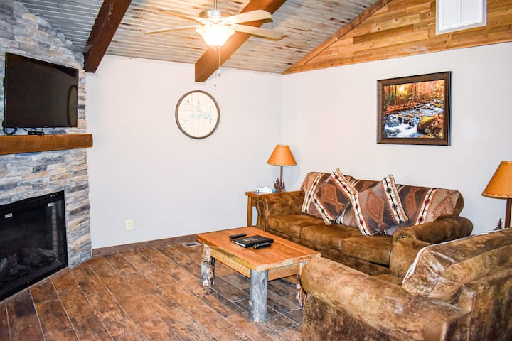 Experience the Lake Life in this Lavish 1BR Cabin