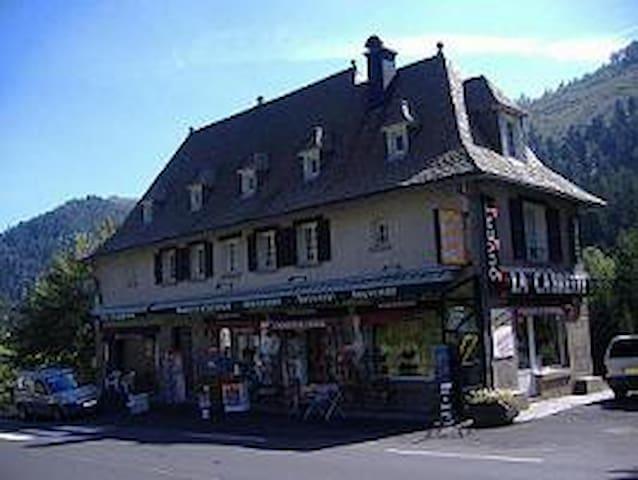 coquet studio dans proche gare sncf lioran - Laveissière - Byt