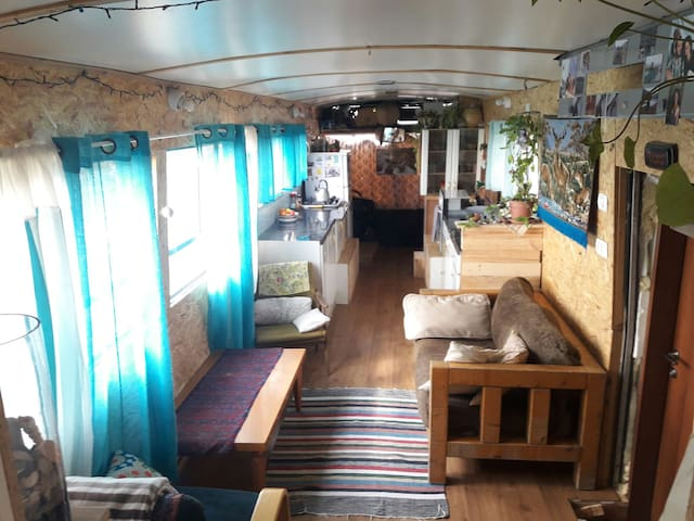 Magic BUS HOUSE - Kiryat Ata - Camper/RV