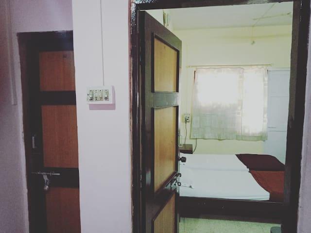 Non Ac and Non Tv Room