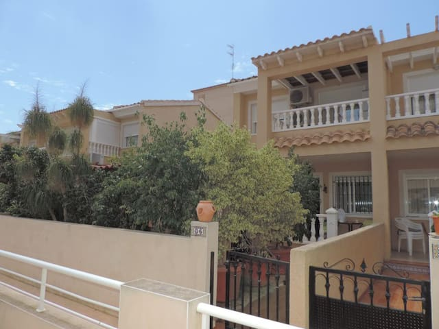 Bungalow a 250 mts de la playa - Santa Pola - House