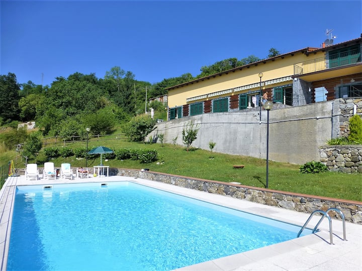 Between 5 Terre and Portofino-Apartment with pool