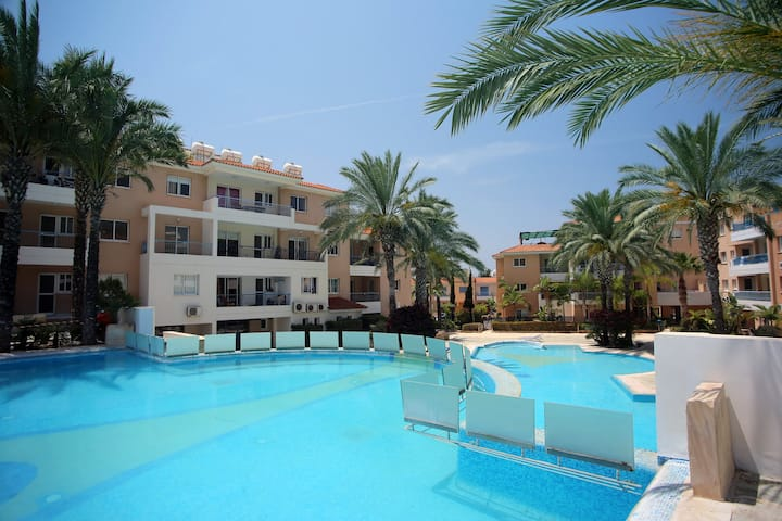 1 bedroom with fabulous swimming pool