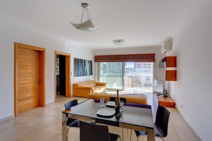 Fabulous Lux Apartment with Pool, Top Location